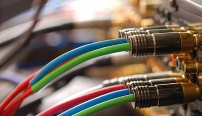 Neuer Mediengigant: AT&T schluckt Time Warner