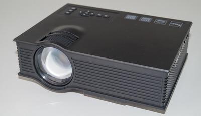 Bericht Schnäppchen LED-Beamer UNIC UC40+ LCD Projector für unter 50 Euro