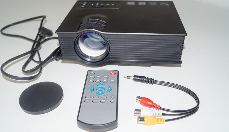 Billig LED Beamer (HD Ready) Lieferumfang