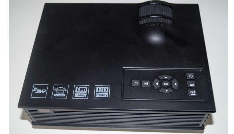 Billig LED Beamer (HD Ready) Tasteb
